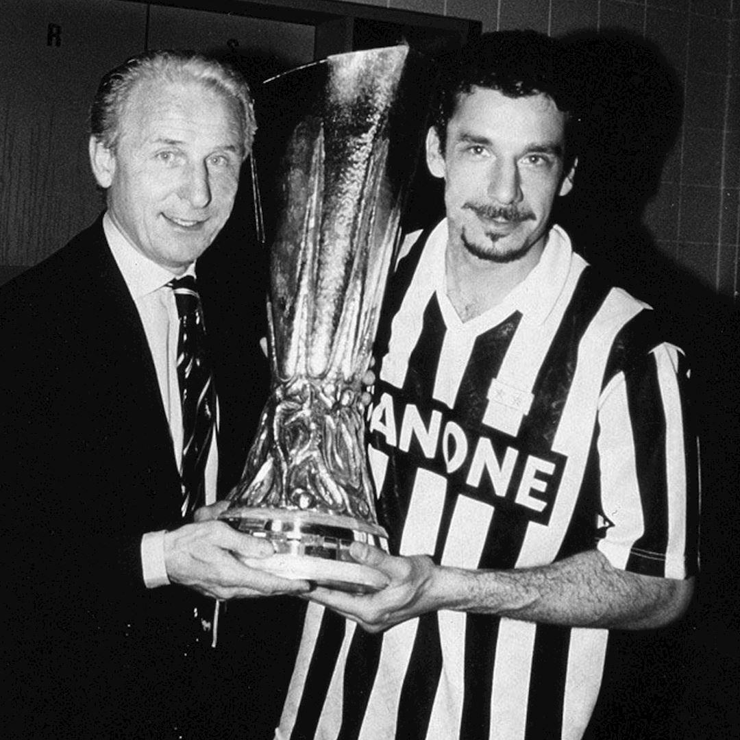 Juventus FC 1992 - 93 Coppa UEFA Maillot de Foot Rétro | 2 | COPA