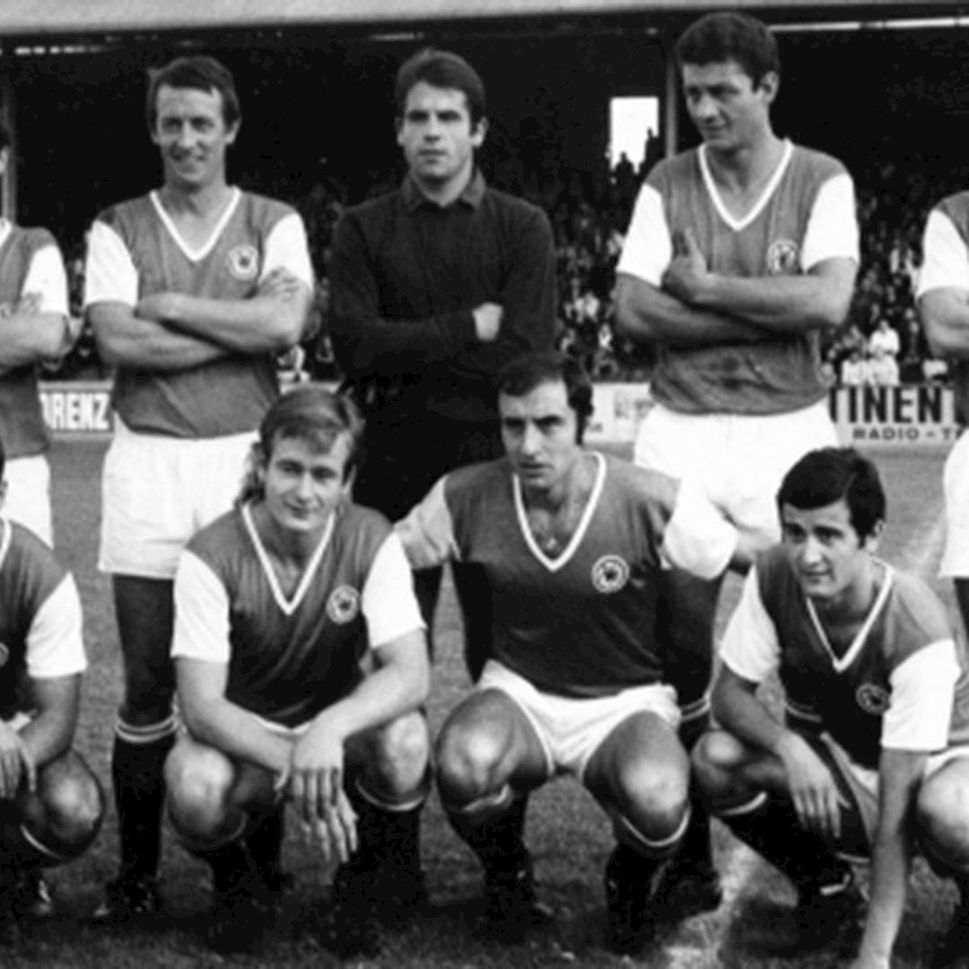 Red Star F.C. 1970's Retro Football Shirt | 2 | COPA