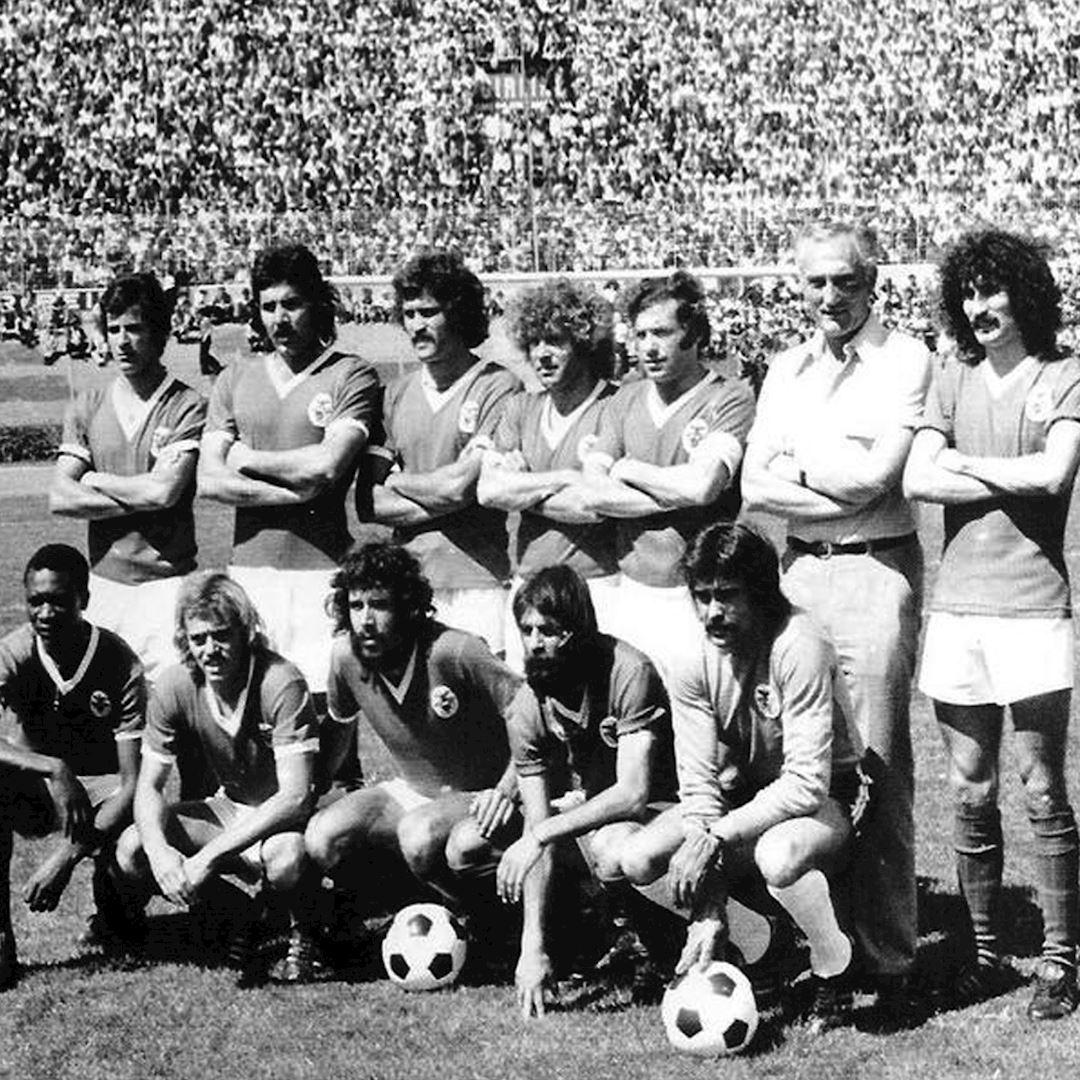 SL Benfica 1974 - 75 Retro Football Shirt   2   COPA