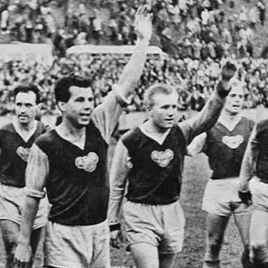 658 | Dukla Prague 1960's Retro Football Shirt | 2 | COPA
