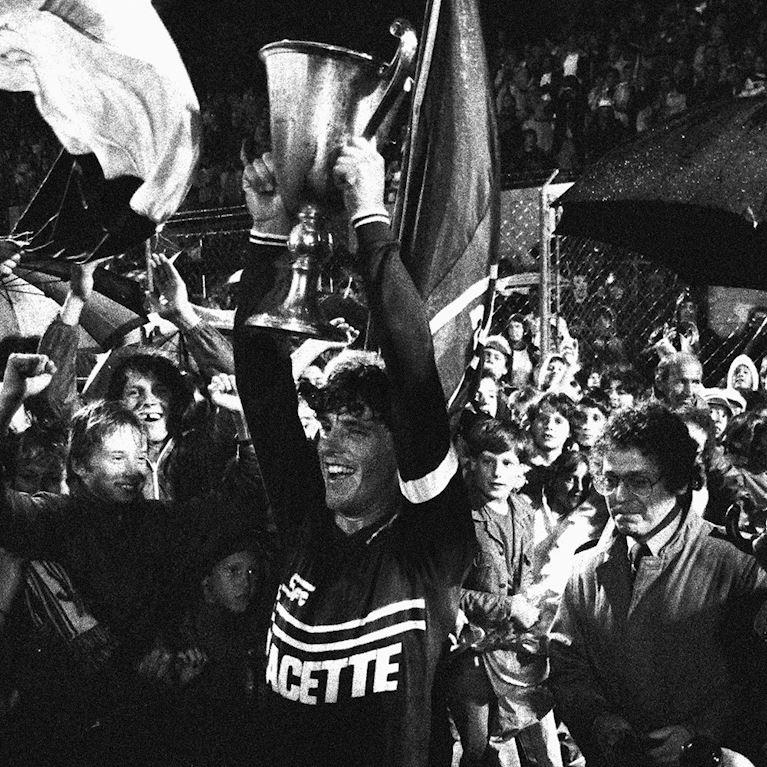 319 | Servette FC 1984 - 85 Retro Voetbal Shirt | 2 | COPA