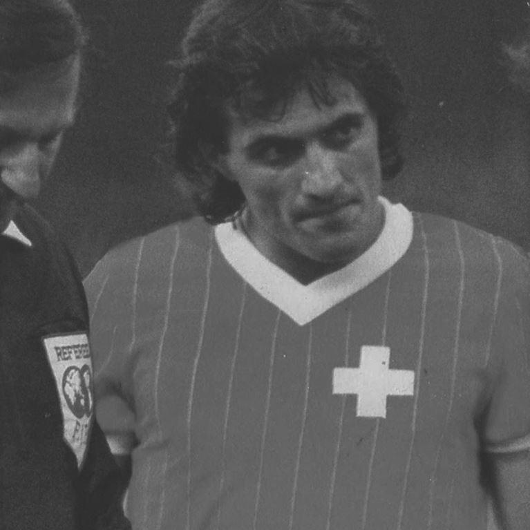 227 | Suisse 1982 Maillot de Foot Rétro | 2 | COPA
