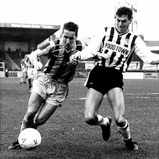 grimsby-town-fc-1988-90-short-sleeve-retro-football-shirt-blackwhite | 2 | COPA
